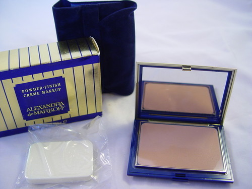 POWDER-FINISH CREME MAKEUP 92 1/2